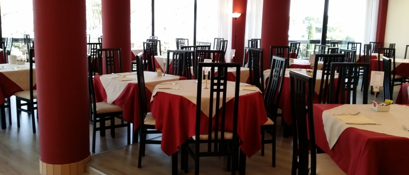 Dining room at Blu Lake Sirmione Hotel.jpg